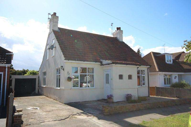 3 Bedrooms Detached Bungalow for sale in Kenilworth Road, Holland on Sea