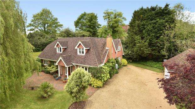 4 Bedrooms Detached House for sale in Upper Hale Road, Farnham, Surrey