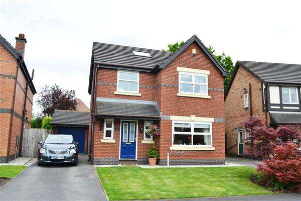 4 Bedrooms Detached House for sale in Langford Drive, Leigh