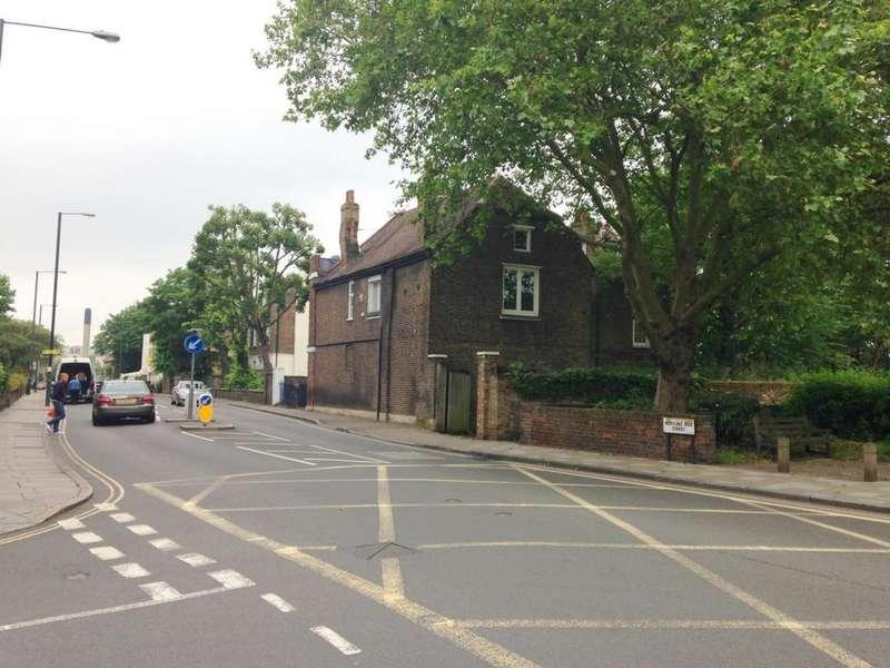 4 Bedrooms Flat for sale in Suthrey House, Mortlake High Street, Mortlake, SW14