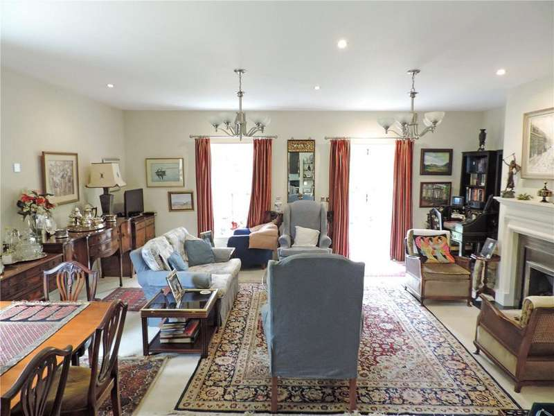 2 Bedrooms Flat for sale in Kingswood Place, Kingswood Road, Tunbridge Wells, Kent, TN2