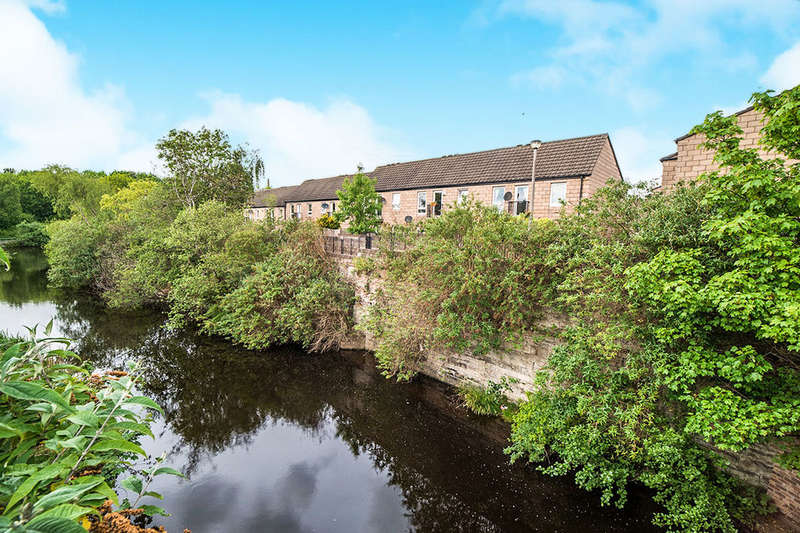 2 Bedrooms Flat for sale in Quilts Wynd, Edinburgh, EH6