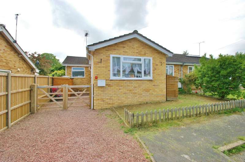 3 Bedrooms Semi Detached Bungalow for sale in Levishaw Close, Buxton