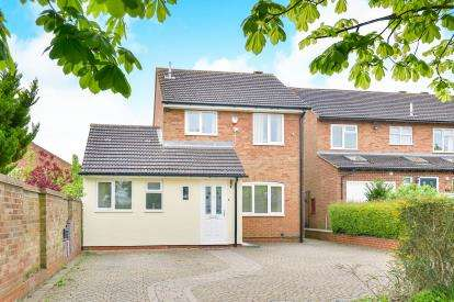 3 Bedrooms Detached House for sale in Clay Hill, Two Mile Ash, Milton Keynes, Bucks