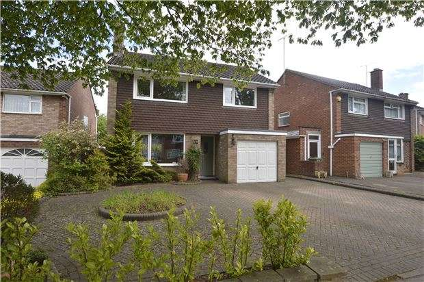 3 Bedrooms Detached House for sale in Robert Burns Avenue, GL51 6NY