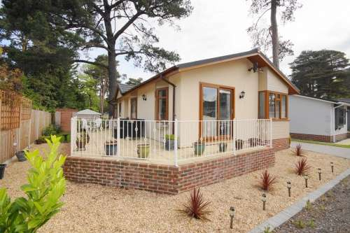 2 Bedrooms Detached House for sale in Monterey Close, Ferndown