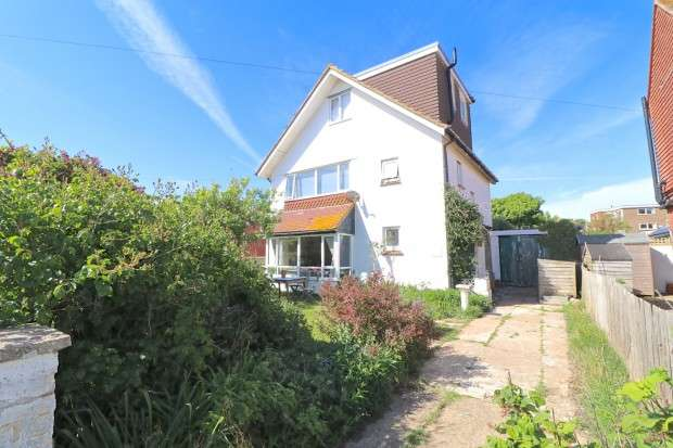 5 Bedrooms Detached House for sale in Albany Road, Seaford, BN25