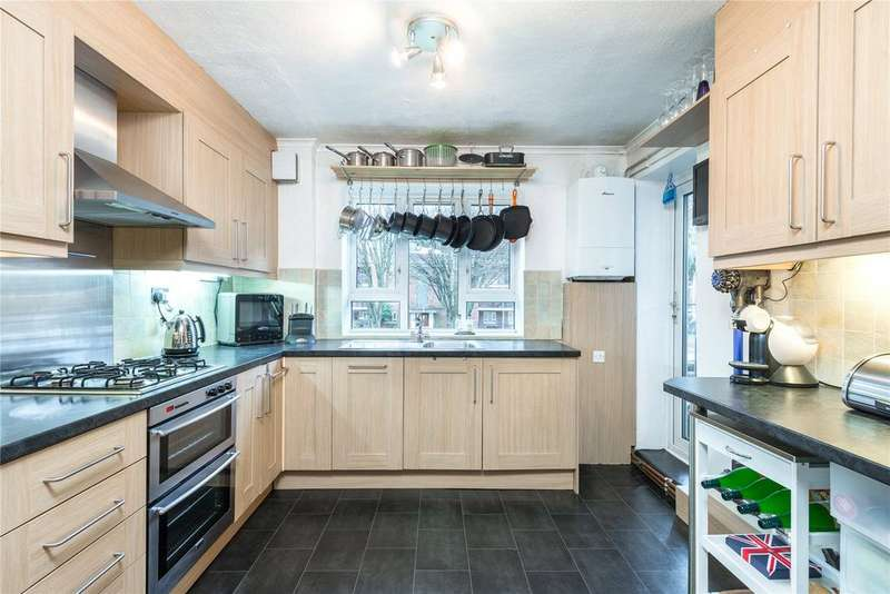 3 Bedrooms Flat for sale in Edensor Gardens, Chiswick, London
