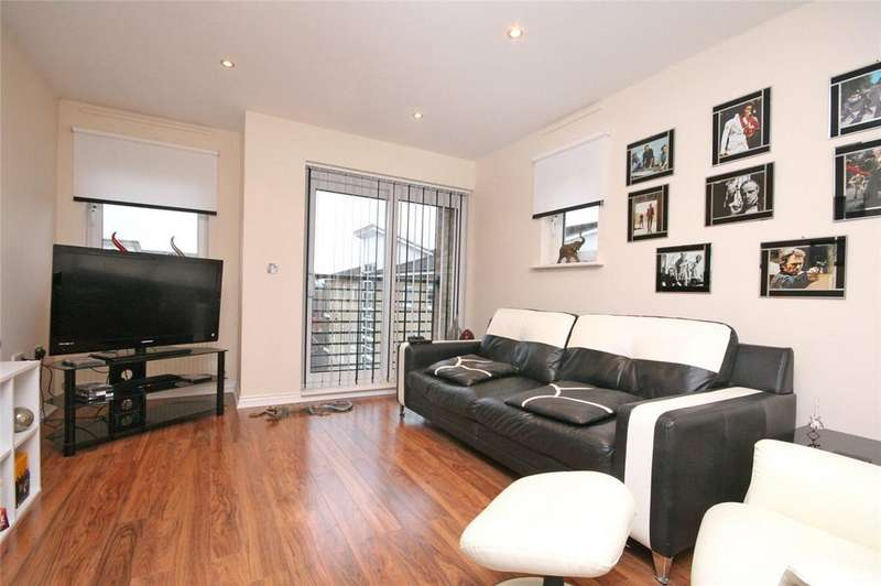 2 Bedrooms Flat for sale in St. Josephs Green, Welwyn Garden City, Hertfordshire