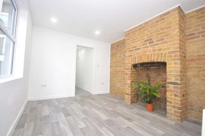 2 Bedrooms Flat for sale in Hambro Road Streatham SW16
