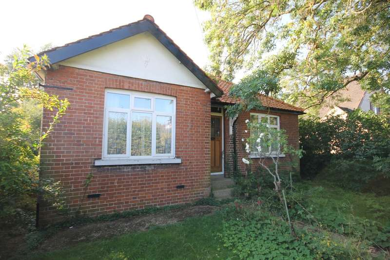 3 Bedrooms Detached Bungalow for sale in Wheatsheaf Lane, Staines-Upon-Thames, TW18