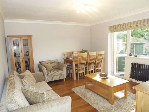 2 Bedrooms Maisonette Flat for sale in Herne Hill, London