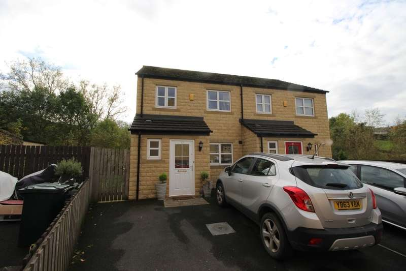 3 Bedrooms Semi Detached House for sale in Clough Fold, Keighley, BD21