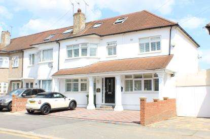 6 Bedrooms Terraced House for sale in Newbury Park, Ilford