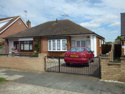 3 Bedrooms Bungalow for sale in Leigh-On-Sea, Essex, England