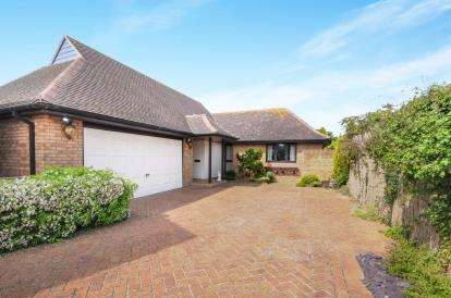 2 Bedrooms Bungalow for sale in Shoeburyness, Southend-On-Sea, Essex