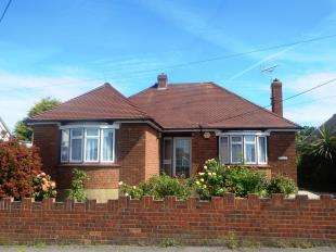 2 Bedrooms Bungalow for sale in Seathorpe Avenue, Minster On Sea, Sheerness