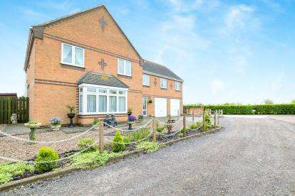 6 Bedrooms Detached House for sale in High Street, Ingoldmells, Skegness, Lincolnshire