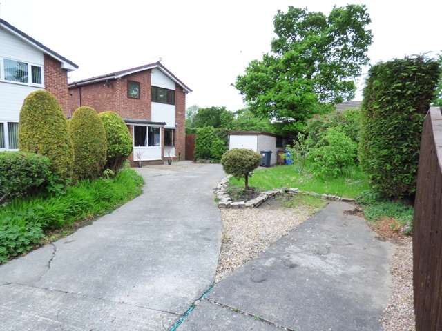 3 Bedrooms Link Detached House for sale in Regents Way, Euxton, Nr Chorley, PR7