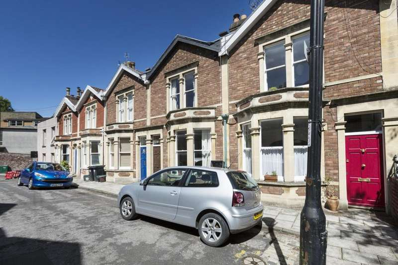 2 Bedrooms Terraced House for rent in Hill View, Clifton, BS8