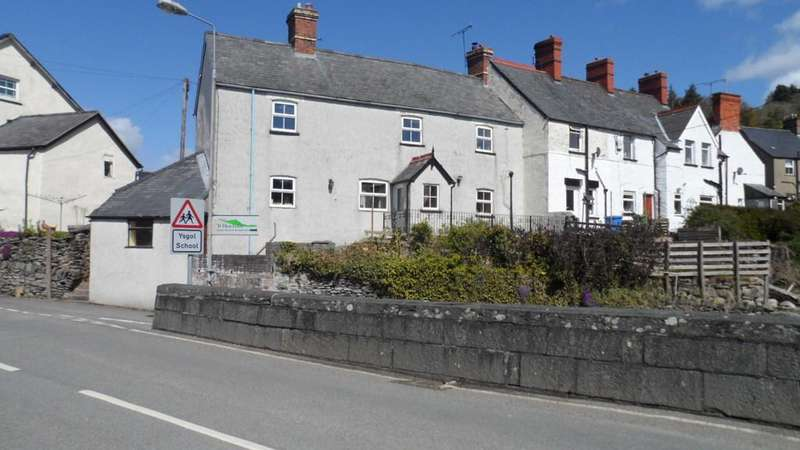 3 Bedrooms End Of Terrace House for sale in THE SQUARE, CYNWYD, CORWEN LL21