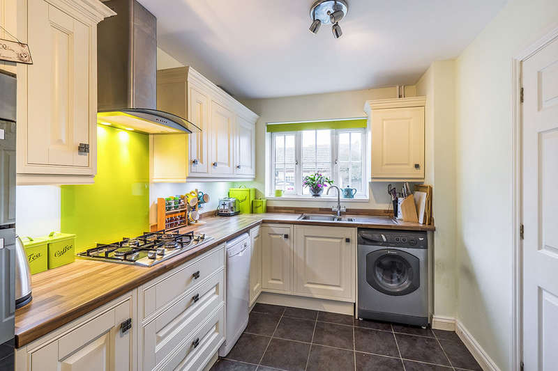 3 Bedrooms Detached House for sale in Tourmaline Drive, Sittingbourne, ME10