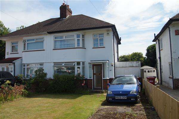3 Bedrooms Semi Detached House for sale in Cranbourne Close, Slough