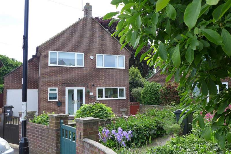 3 Bedrooms Detached House for sale in Clymping Dene, Feltham