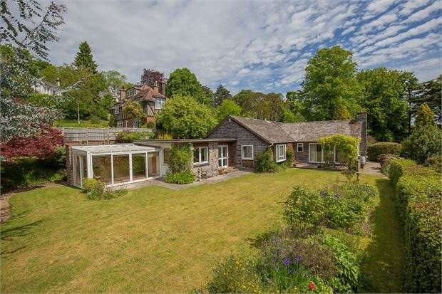 3 Bedrooms Detached Bungalow for sale in Penshurst Road, Wolborough Hill, Newton Abbot, Devon. TQ12 1EN