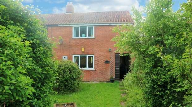 3 Bedrooms Semi Detached House for sale in Ipswich Road, Wacton, Norwich, Norfolk