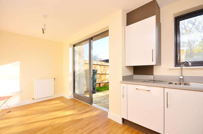 4 Bedrooms House for rent in Jack Dimmer Close, Streatham Vale, SW16