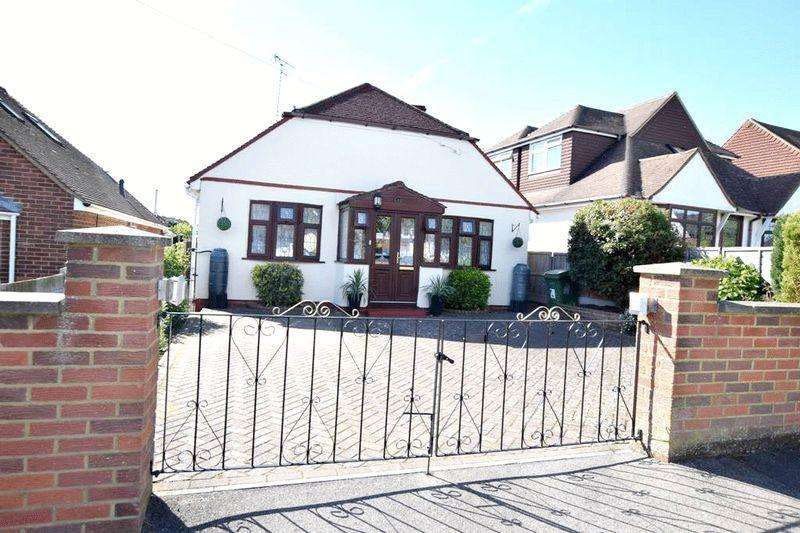 3 Bedrooms Detached Bungalow for sale in Yeoman Way, Maidstone