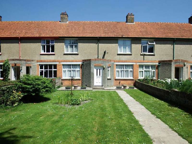 3 Bedrooms Terraced House for sale in Rock Gardens, Barnstaple