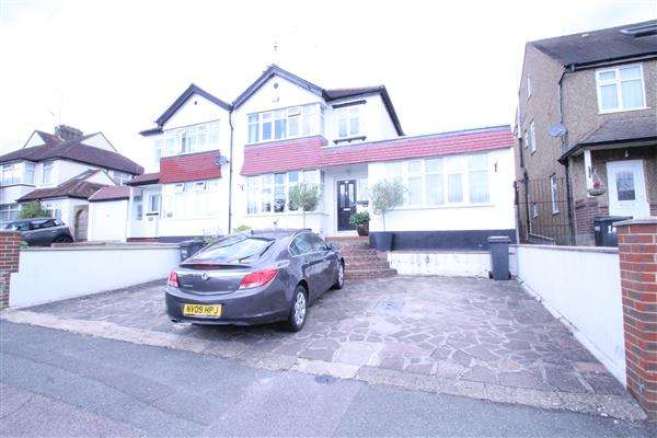 4 Bedrooms Semi Detached House for sale in St Andrews Road