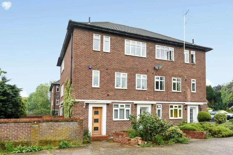2 Bedrooms Flat for sale in Cervantes Court, Northwood, Middlesex, HA6