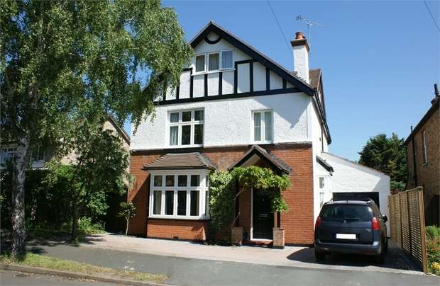 5 Bedrooms Detached House for sale in Thrupps Lane, Hersham, WALTON-ON-THAMES, Surrey