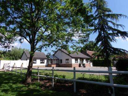 4 Bedrooms Bungalow for sale in Little Burstead, Billericay, Essex