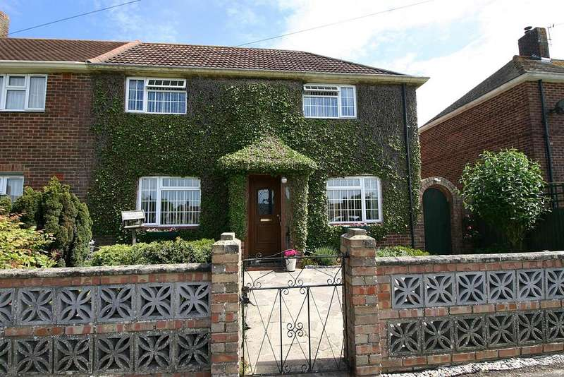 4 Bedrooms Semi Detached House for sale in Castle Road, Netley Abbey, Southampton, SO31 5EG
