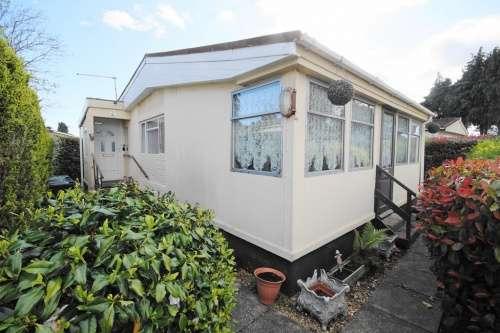 2 Bedrooms Detached House for sale in St Leonards Farm Park, West Moors