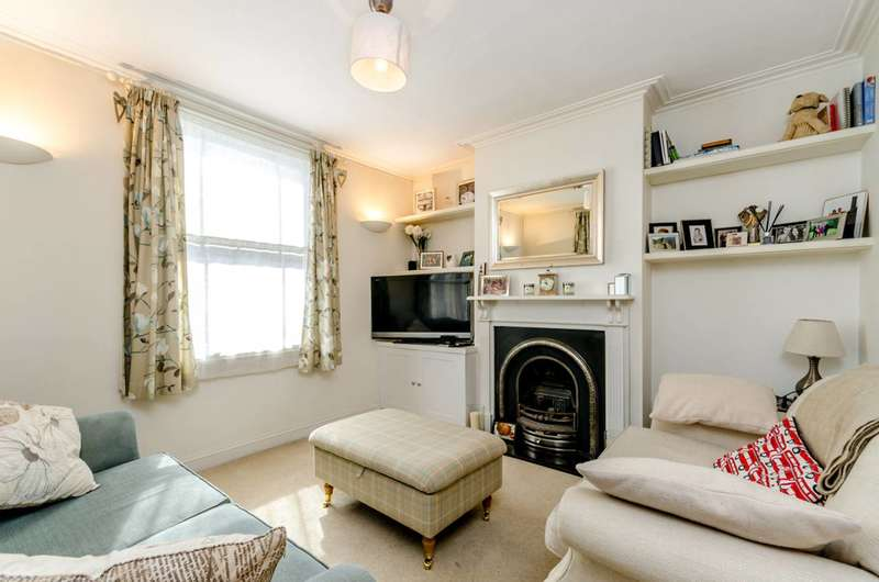 2 Bedrooms Semi Detached House for sale in Garratt Lane, Earlsfield, SW17