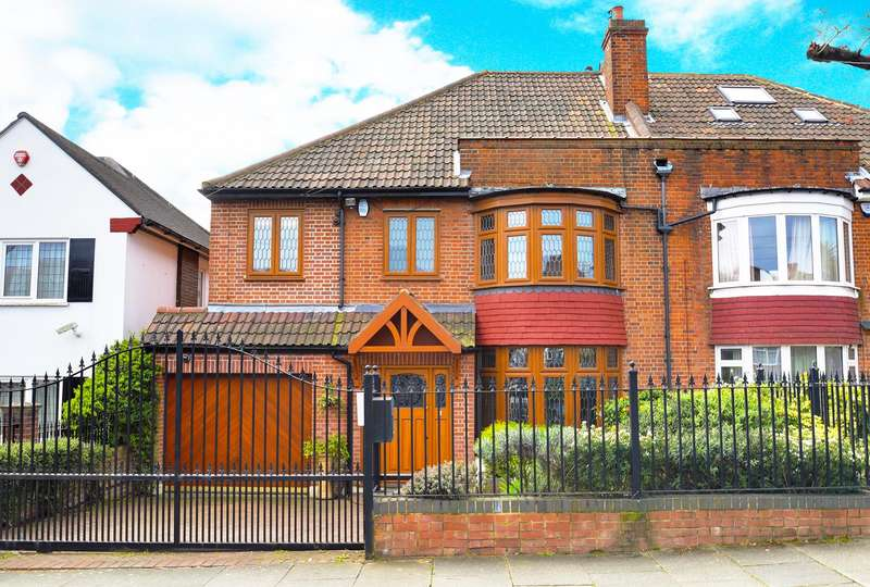 4 Bedrooms Semi Detached House for sale in Morton Way, Southgate, London, N14