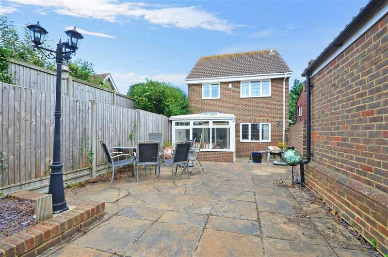 4 Bedrooms Detached House for sale in Court Road, Walmer, Deal, Kent