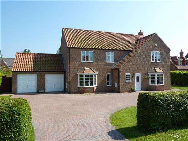 4 Bedrooms Detached House for sale in THE DRIVE, WALTHAM, GRIMSBY