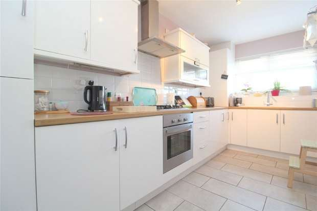 3 Bedrooms Flat for sale in Killigrew House, Percy Bryant Road, Sunbury on Thames, Surrey