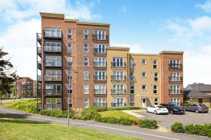 2 Bedrooms Flat for sale in Basildon, Essex
