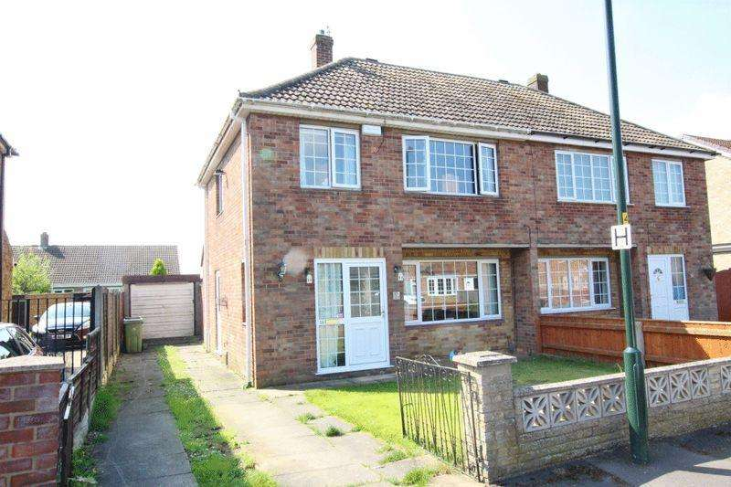 3 Bedrooms Semi Detached House for sale in RUTLAND DRIVE, NEW WALTHAM
