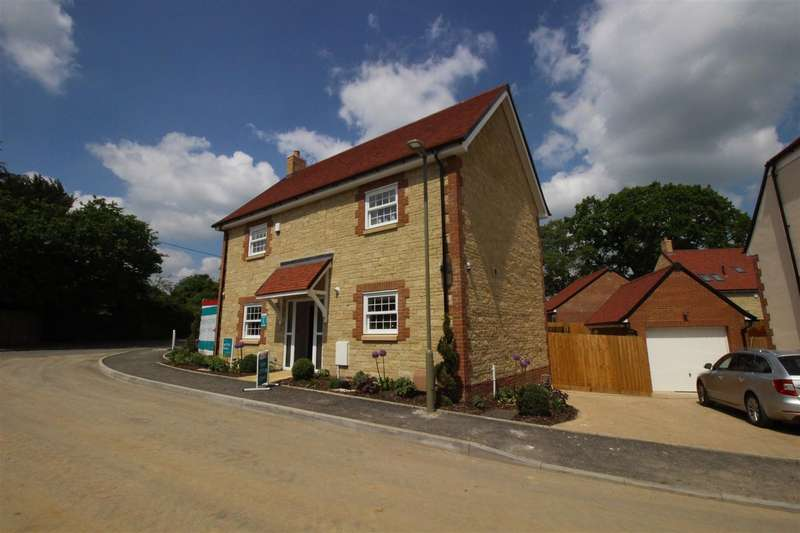 4 Bedrooms Property for sale in Highworth Road, Shrivenham