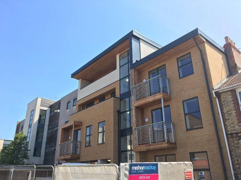 2 Bedrooms Flat for sale in Symbister Road Portslade East Sussex BN41