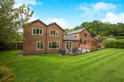 4 Bedrooms Detached House for sale in Norley Road, Cuddington, Northwich, Cheshire