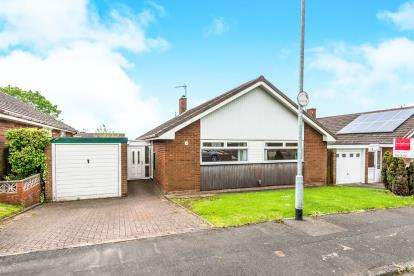 3 Bedrooms Bungalow for sale in Avon Close, Kingston Hill, Stafford, Staffordshire